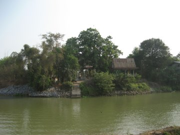 Sala Wat Chong Lom seen from the former Pa Sak River connection canal