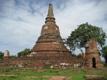 The principal chedi from the east