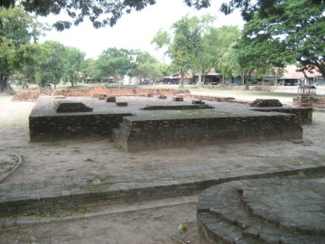 View of the ruins of Wat Khae