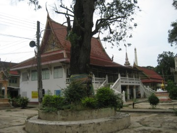 View of the court of Wat Khae