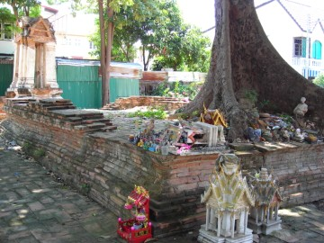 View of a monastic hall of Wat Khok Muang