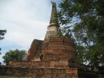 View of the main chedi of Wat Khun Saen