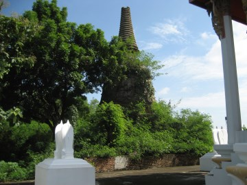 The old chedi behind the ordination hall