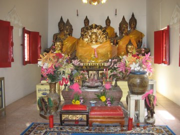 Buddha images in the vihara