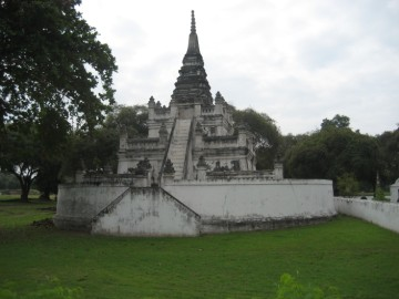 Wat Mai Chai Wichit seen from the east