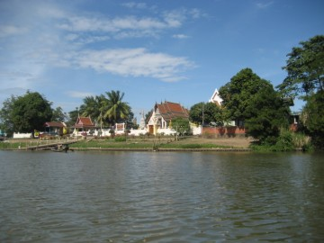 Wat Monthop seen from the Wang Na Pier
