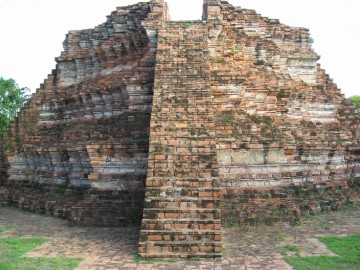 Remains of a chedi