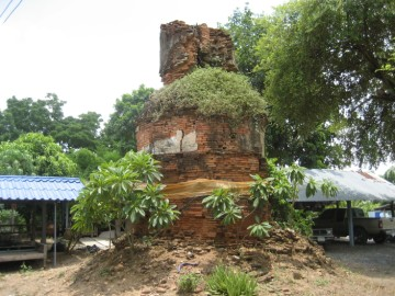 Ruined chedi of Wat Saliang