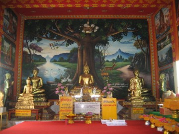 Buddha statues in the ordination hall